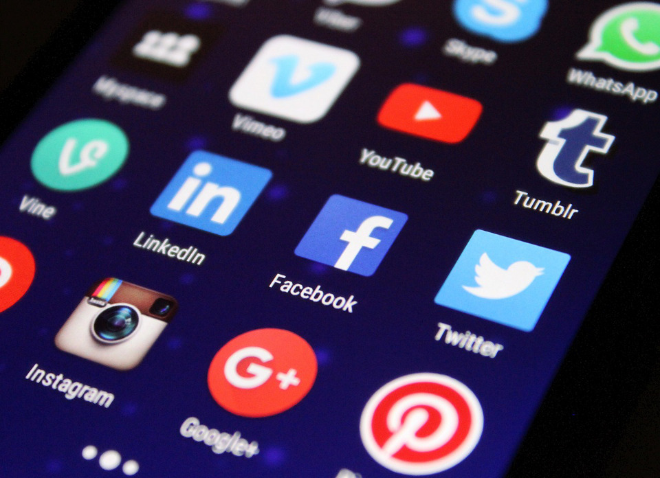 Comparación de las Redes Sociales habituales - COLIBRIS Openpartners